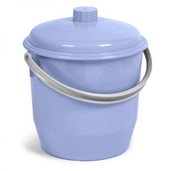 Cubo de basura con tapa